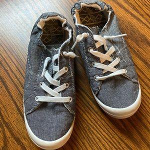 Trendy slip on sneakers denim size 8